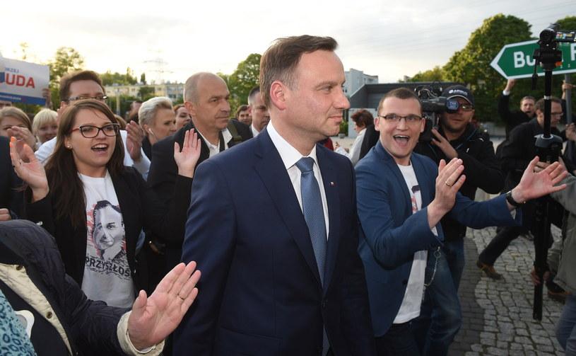Kandydat PiS na prezydenta Andrzej Duda w drodze na debatę prezydencką /Radek Pietruszka /PAP