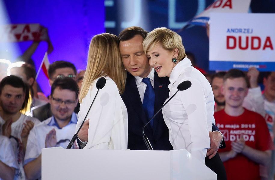 Kandydat PiS na prezydenta Andrzej Duda z żoną Agatą i córką Kingą /Paweł Supernak /PAP