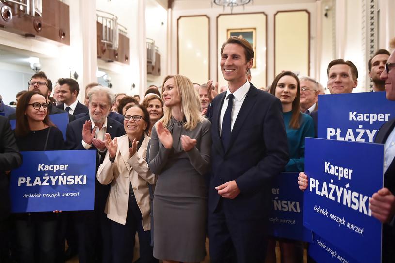 Kandydat PiS na prezydenta Gdańska Kacper Płażyński z żoną Natalią podczas wieczoru wyborczego KW Prawo i Sprawiedliwość /PAP