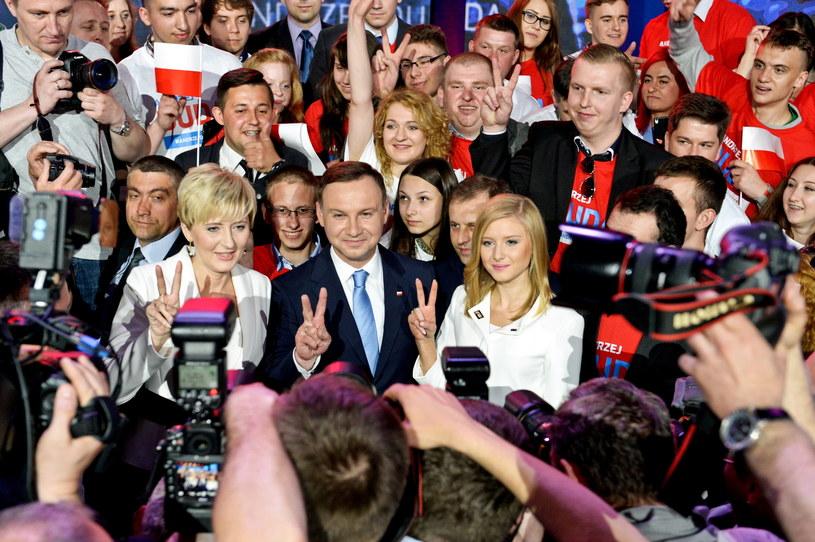 Kandydat Prawa i Sprawiedliwości na prezydenta RP Andrzej Duda z żoną Agatą Kornhauser-Dudą i córką Kingą /Marcin Obara /PAP