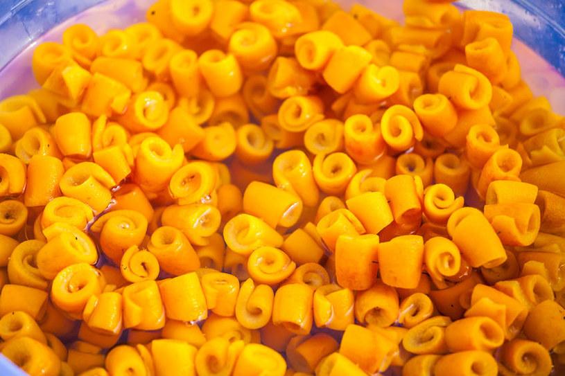 Kandyzowana skórka pomarańczowa jest bardzo smaczna i zdrowa /123RF/PICSEL
