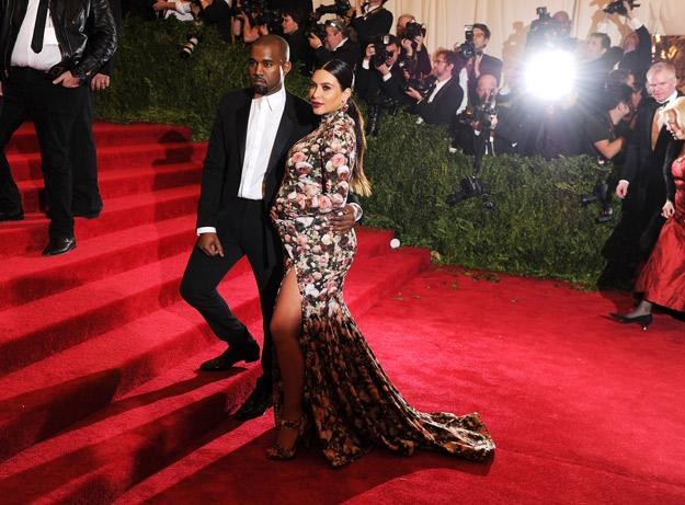 Kanye West i Kim Kardashian na czerwonym dywanie w maju - fot. Dimitrios Kambouris /Getty Images/Flash Press Media