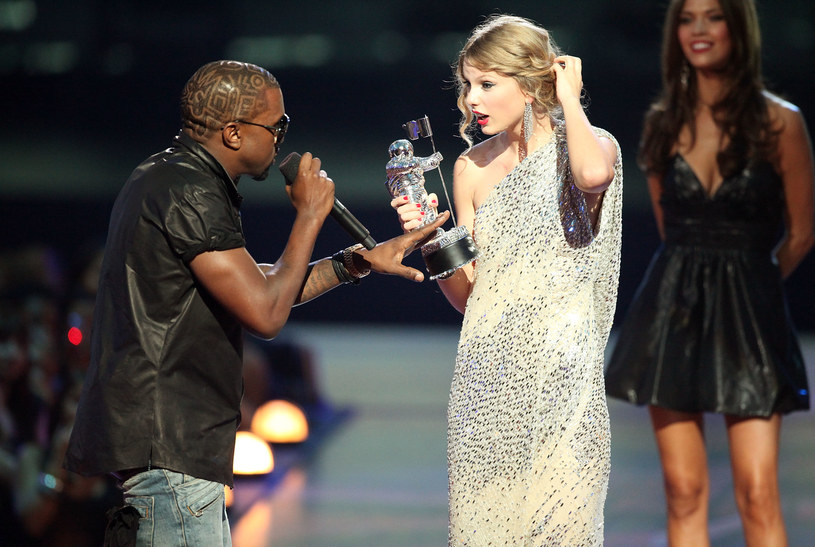 Kanye West i Taylor Swift podczas gali MTV VMA w 2009 roku /Christopher Polk /Getty Images