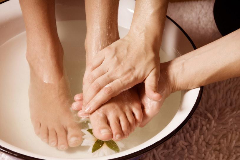 kąpiel dla stóp /© Photogenica