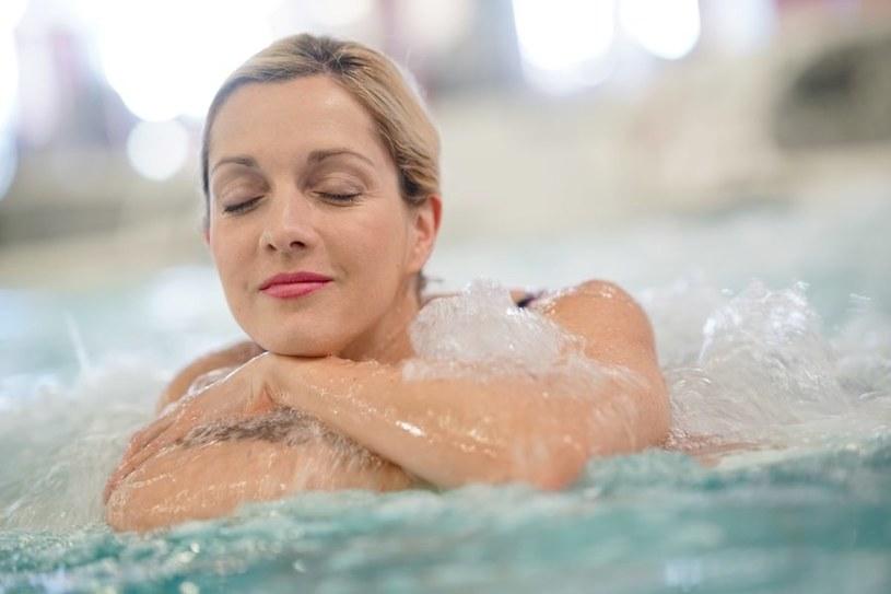 Kąpiel nie powinna trwać zbyt długi /123RF/PICSEL