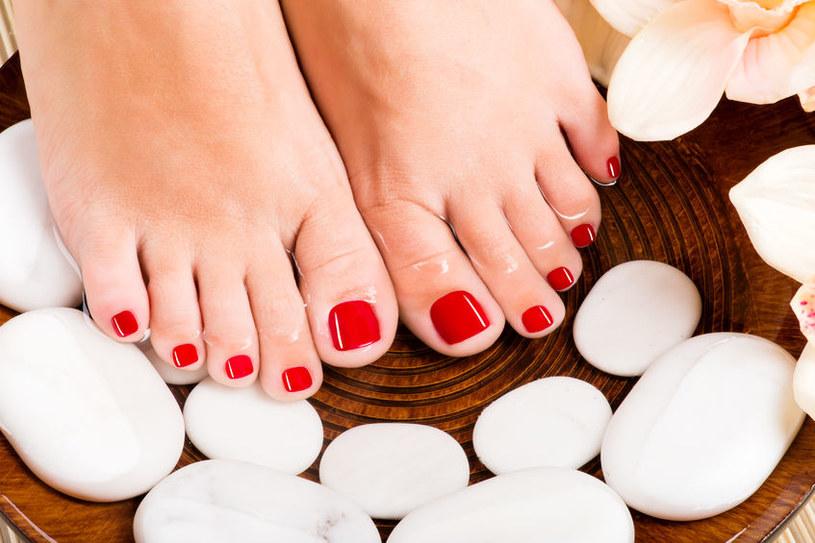 Kąpiel stóp to idealny sposób na relaks /123RF/PICSEL