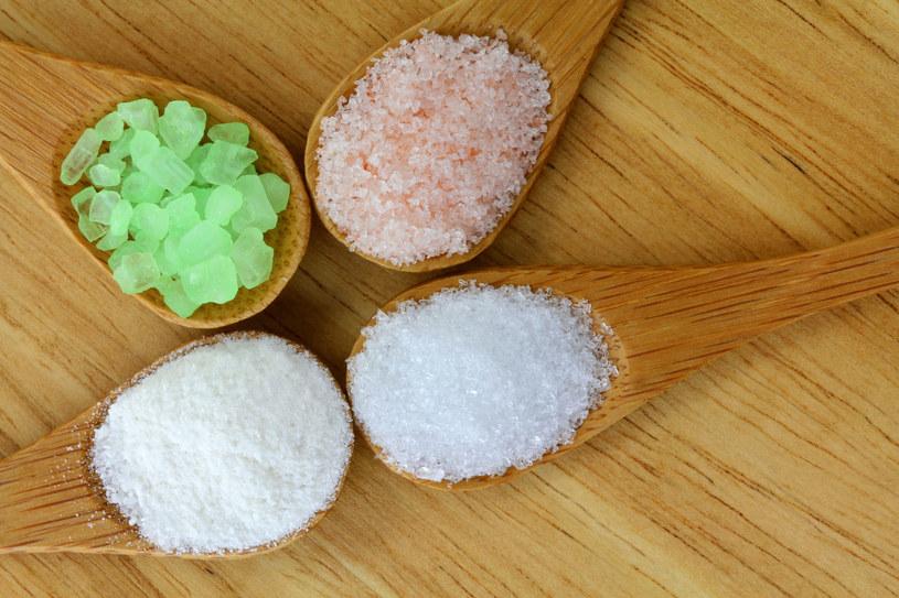 Kąpiel z dodatkami niweluje napięcia i odżywia skórę /©123RF/PICSEL