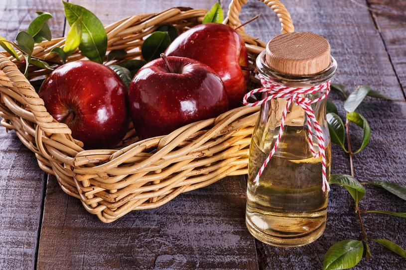 Kąpiel z dodatkiem octu jabłkowego pomoże ci zwalczyć nawet grzybicę! /123RF/PICSEL