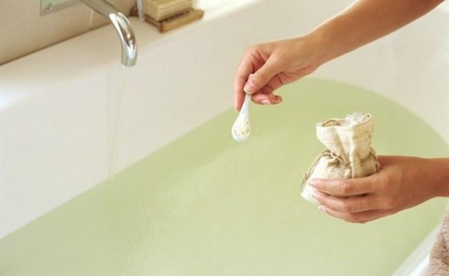 kąpiel z suchą musztardą /© Photogenica