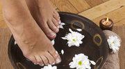 Kąpiele dla stop mogą zdziałać cuda! Sprawdź jak je przygotować