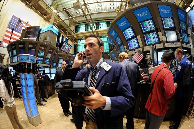 Kapitał uciekający od obligacji nie przenosi się na rynek akcji... /AFP