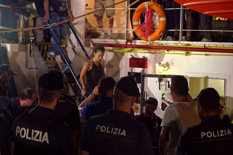 Kapitan Carola Rackete aresztowana przez włoską policję /Anaelle LE BOUEDEC /AFP