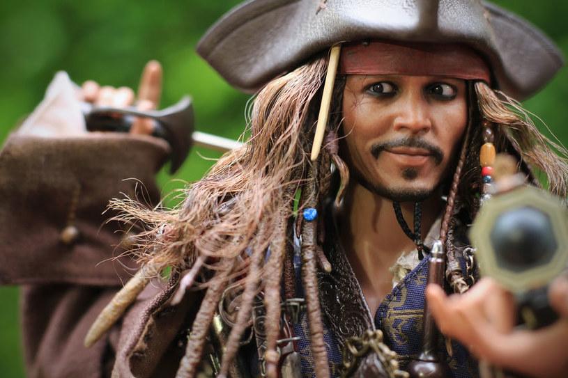Kapitan Jack Sparrow jest ulubionym bohaterem wielu dzieci i dorosłych /123RF/PICSEL