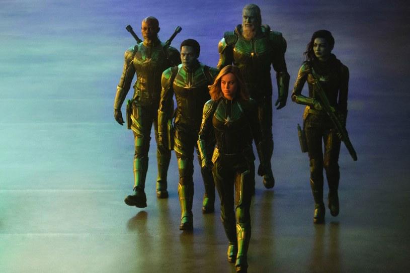 Kapitan Marvel wraz z grupą kosmicznych wojowników Kree. Nawet miłośnicy komiksów nie mogli spodziewać się, na co wpadną scenarzyści /materiały prasowe