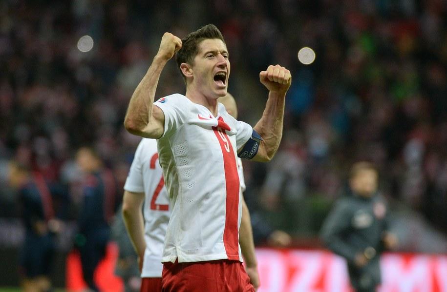 Kapitan reprezentacji Polski Robert Lewandowski cieszy się z wygranej 2-1 w meczu z Irlandią / Bartłomiej Zborowski /PAP