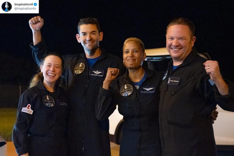 Kapsuła Crew Dragon, na pokładzie której podróżowali nowi astronauci, wylądowała na wodach oceanu o 1:07 czasu polskiego, niemal dokładnie po trzydniowej podróży /materiały prasowe