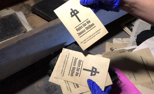 Kapsuła czasu w Głuszycy. W szafie za kościelnymi organami odnaleziono kilkaset dokumentów