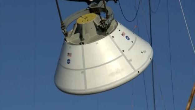Kapsuła Orion przechodzi testy wodowania.    Fot. NASA /materiały prasowe