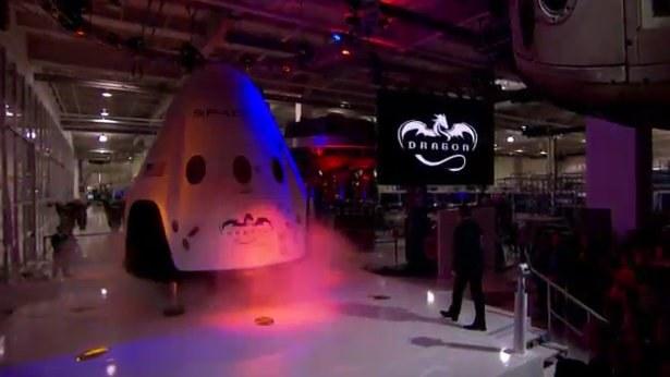 Kapsuła załogowa Dragon V2 firmy SpaceX /Kosmonauta