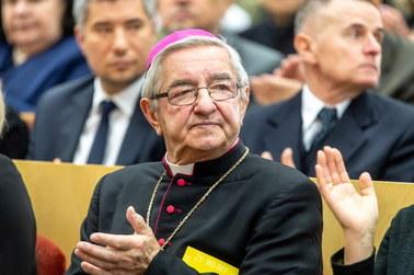 Kara dla abpa Głódzia i bpa Janiaka: Duchowni wciąż nie wpłacili pieniędzy na rzecz fundacji