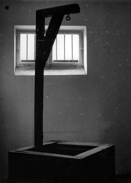Lata 60.; szubienica w jednym z polskich więzień