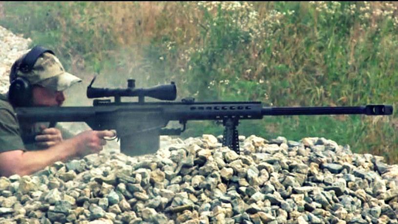 Karabin Barrett w akcji. Właśnie tą bronią posłużył się brytyjski snajper /materiały prasowe