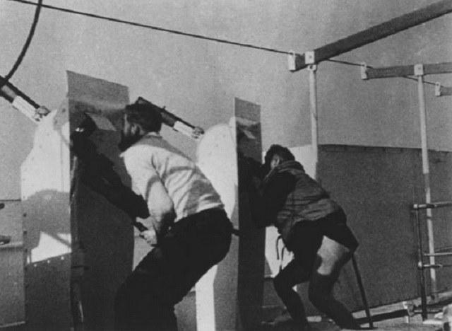 """Karabiny przeciwlotnicze na USS """"Panay"""" podczas starcia z japońskimi samolotami /US Navy Archives /INTERIA.PL/materiały prasowe"""