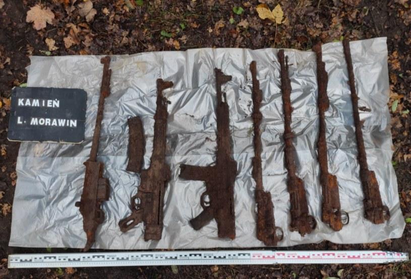 Karabiny znalezione w lesie pod Kaliszem /DENAR Kalisz /facebook.com