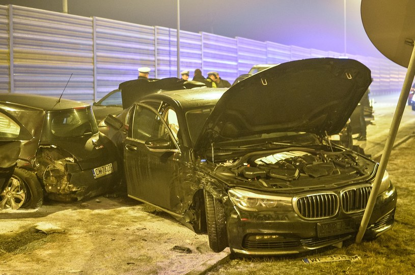 Karambol z udziałem dwóch limuzyn rządowych W jednej z nich (BMW terenowe) podróżował Antoni Macierewicz /Paweł Skraba /Reporter