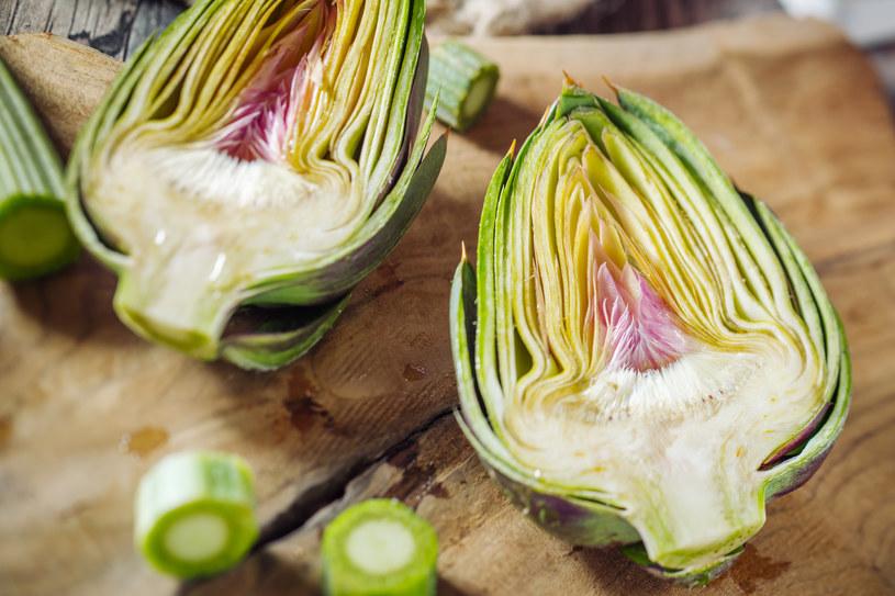 Karczochy to doskonałe warzywne źródło błonnika /123RF/PICSEL
