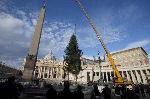 Kard. Pell: W urzędach Watykanu znaleziono setki milionów euro, które nigdzie nie figurowały