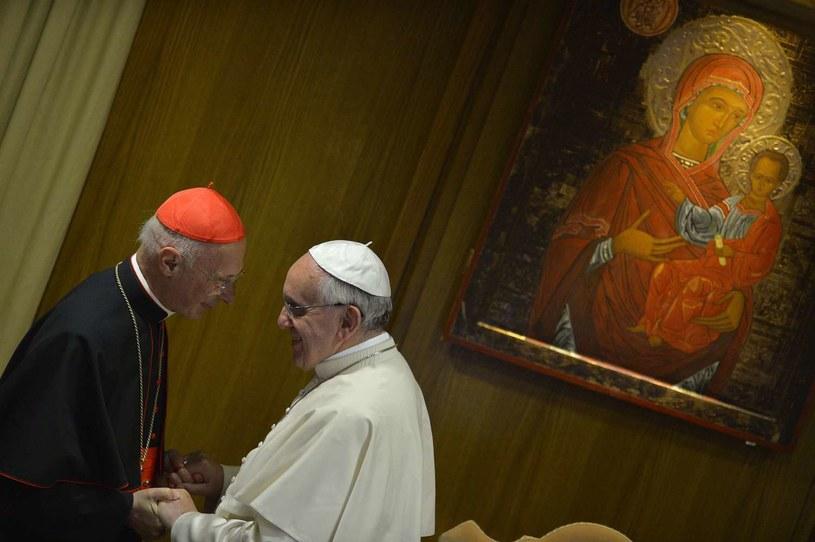 Kardynał Angelo Bagnasco i papież Franciszek /AFP