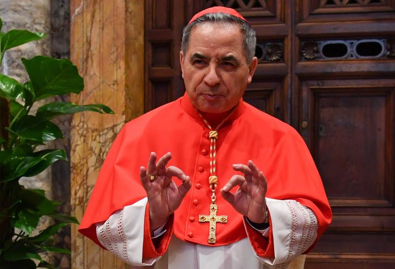 Kardynał Angelo Becciu został zdymisjonowany przez papieża Franciszka /ANDREAS SOLARO /AFP