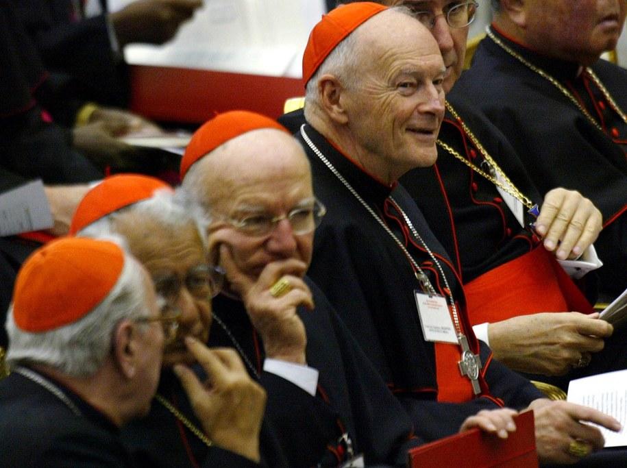 Kardynał Edgar Theodore McCarrick w Watykanie, zdjęcie archiwalne, 2003 /FILIPPO MONTEFORTE /PAP/EPA