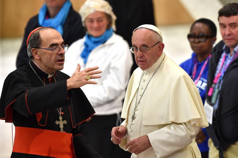Kardynał Philippe Barbarin i papież Franciszek /AFP