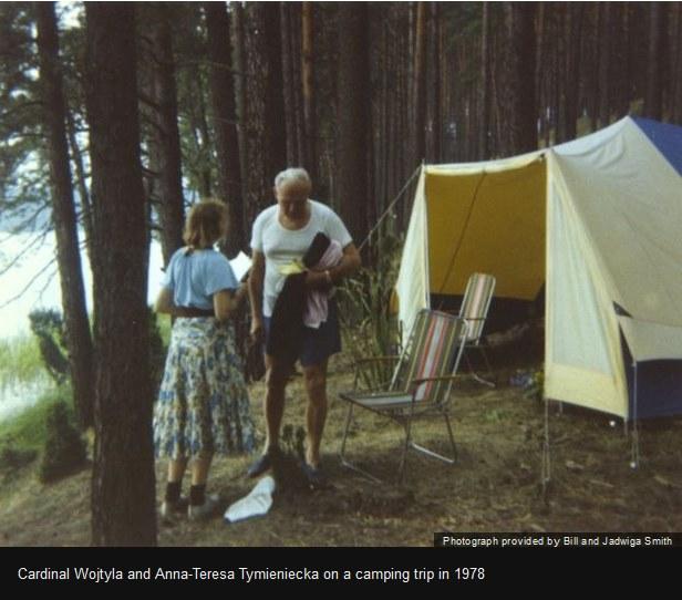 Kardynał Wojtyła i Anna-Teresa Tymieniecka na wycieczce w 1978, zdjęcie pochodzi z cytowanego w tekście materiału BBC /BBC /