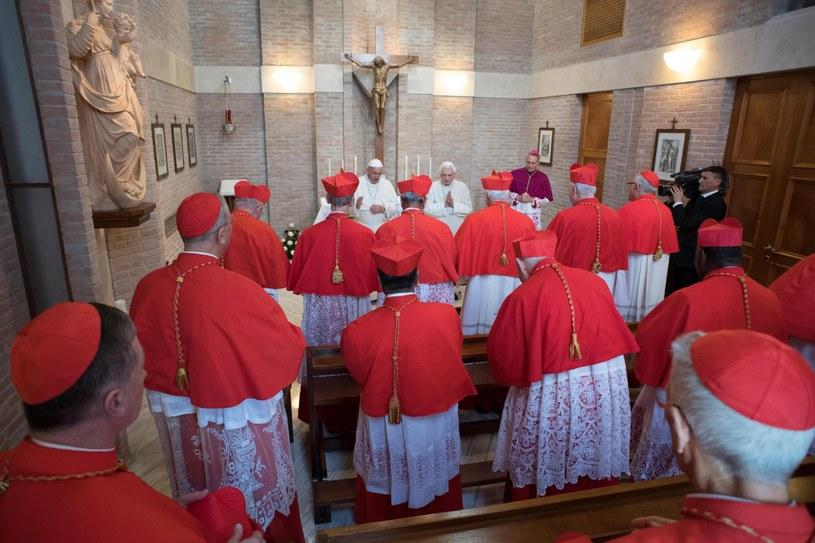 Kardynałowie podczas konsystorza w Watykanie /OSSERVATORE ROMANO  /PAP/EPA