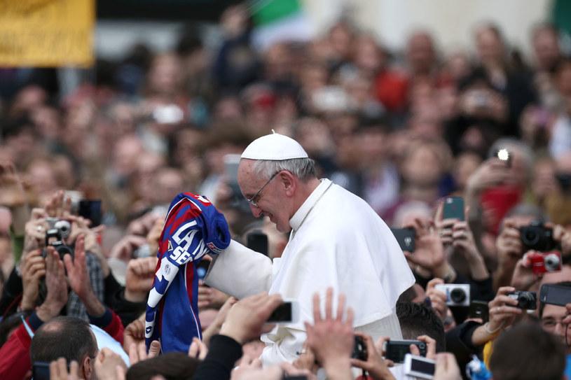 Kardynałowie Uznali, że europejskiemu Kościołowi, któremu wciąż wydaje się, że jest pępkiem świata, potrzebna jest argentyńska rewolucja /Getty Images/Flash Press Media