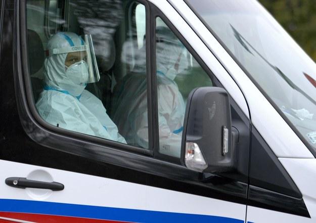 Karetka krążyła między szpitalami przez blisko 5 godzin /Darek Delmanowicz /PAP