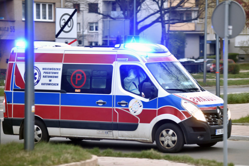 Karetka pogotowia, zdjęcie ilustracyjne /LUKASZ KALINOWSKI /East News