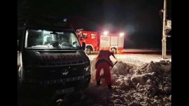 Karetka utknęła w śniegu /OSP KOBŁO /facebook.com