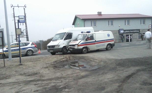 Karetka zderzyła się z samochodem dostawczym niedaleko Świecia