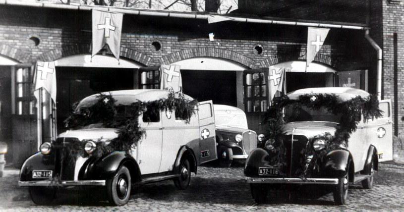 Karetki Chevrolet zakupione w 1937 roku, najnowocześniejsze w krakowskim pogotowiu, zarekwirowane przez Niemców. /zdj. zbiory Muzeum Ratownictwa /materiały prasowe