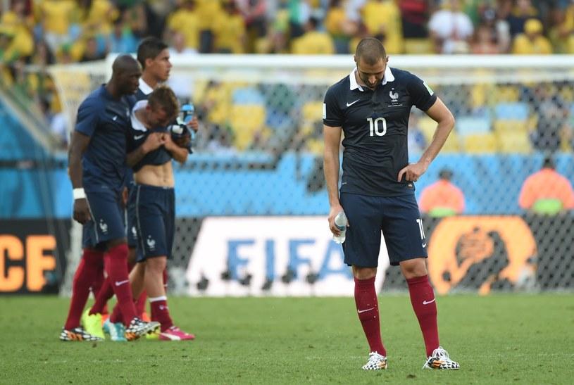 Karim Benzema (na pierwszym planie) zawiódł w meczu z Niemcami /AFP