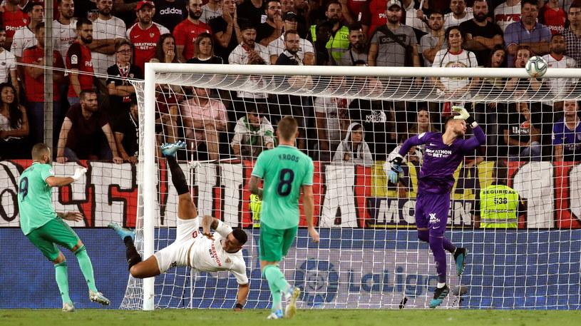 Karim Benzema strzałem głową dał wygraną Realowi Madryt /JULIO MUNOZ  /PAP/EPA