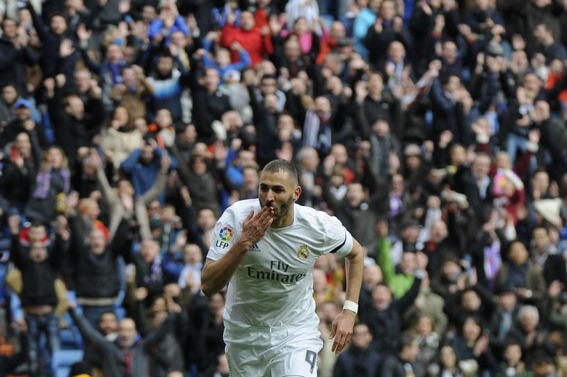 Karim Benzema w meczu ze Sportinhgiem strzelił dwa gole i nabawił się kontuzji /AFP
