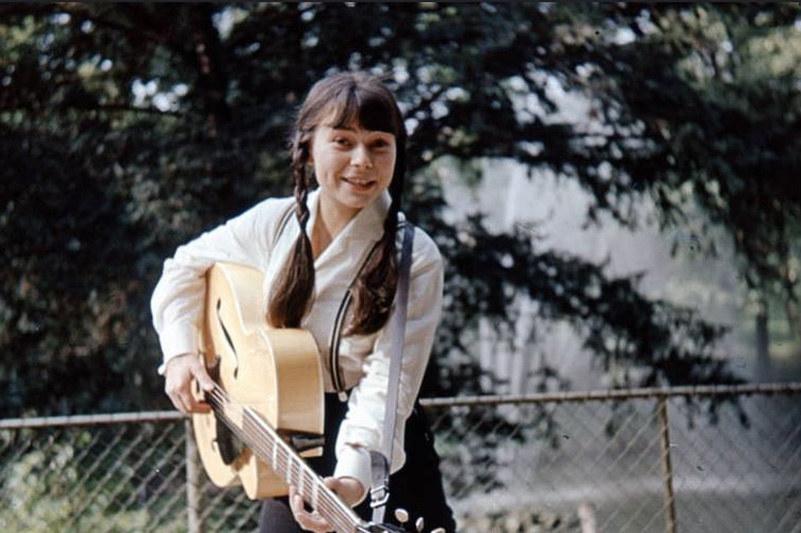 Karin Stanek - dziewczyna z gitarą /archiwum prywatne