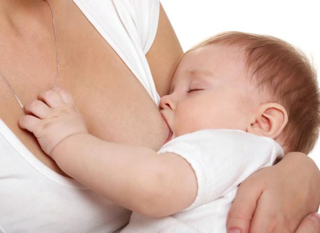 Karmiąc piersią masz pewność, że dziecko dostaje to, co najlepsze. Ale to nie może odbywać się kosztem ciebie... /123RF/PICSEL