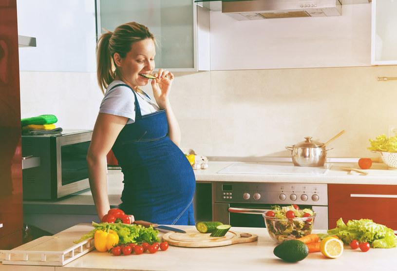 Karmienie dziecka zaczyna się w łonie matki /123RF/PICSEL