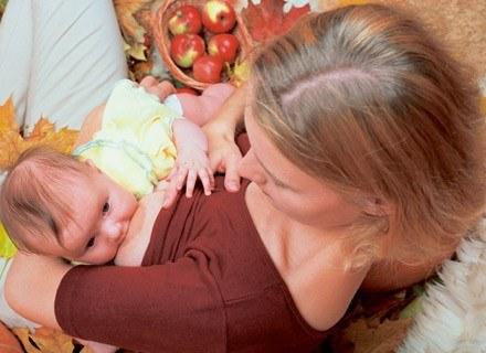 Karmienie piersią nie chroni kobiety przed zajściem w ciążę /INTERIA.PL